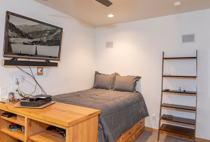 The full size bed offers plenty of storage underneath