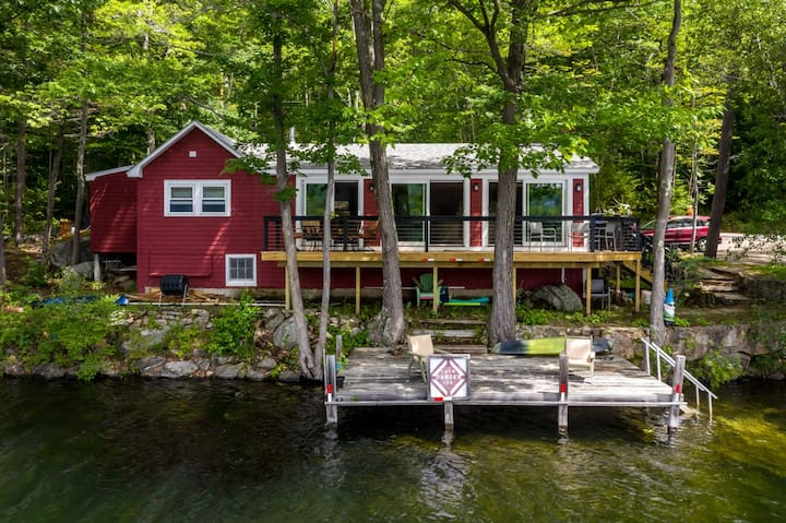 Lovely 2-bedroom waterfront home, with 20' boat dock, new cedar deck, and impressive lake views