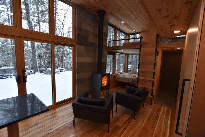 Cozy area with Fireplace