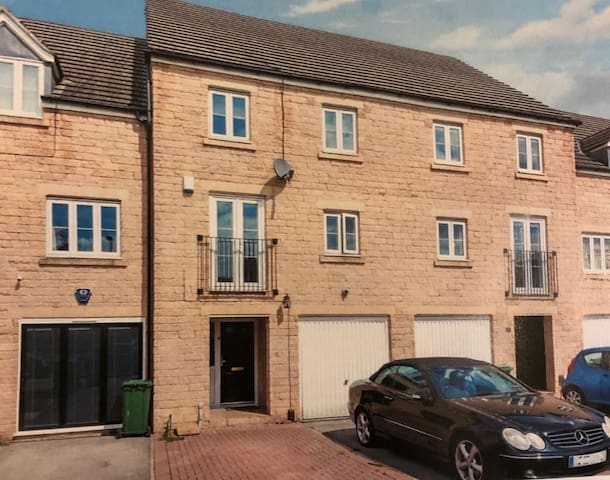 Modern Luxury Townhouse in Rodley