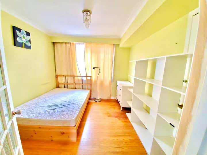 One Private Room In Clean Rooming House