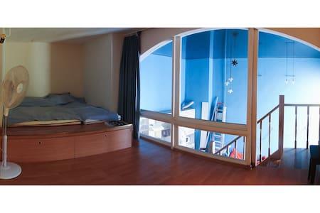 Комната в двухэтажной квартире в центре Петербурга - Sankt-Peterburg - Lägenhet
