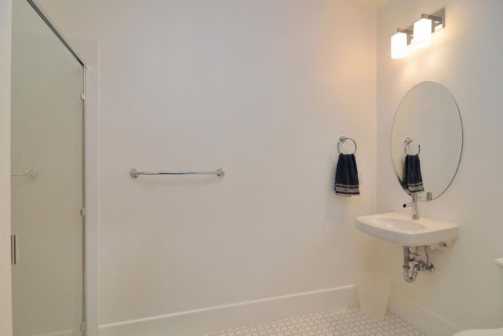 Attached private bathroom (wheelchair accessible)