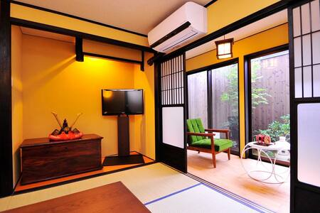 Traditional Japanese home, at Gion district - Higashiyama Ward, Kyoto - House