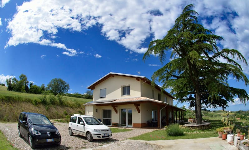 B&B with stunning panoramic view to hilltop - Sogliano Al Rubicone - Bed & Breakfast