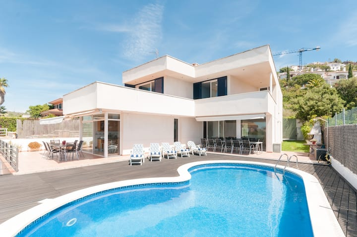 SITGES HOME FOR 14 PEOPLE... ..