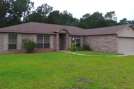 Comfortable 3/2 home near NAS Whiting Field for 6. - Milton