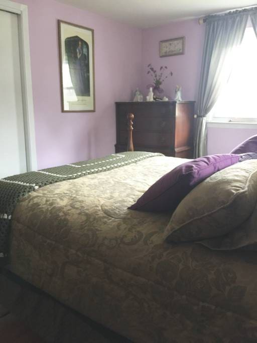 #1 Queen Bedroom