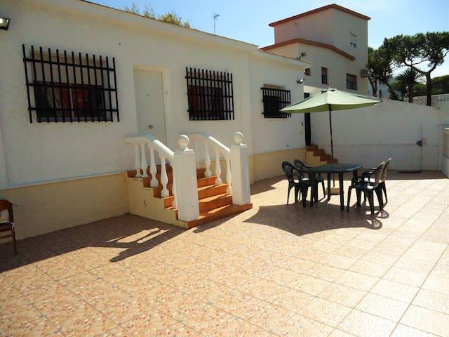 Chalet con 4 dormitorios cerca de la playa - Punta Umbría