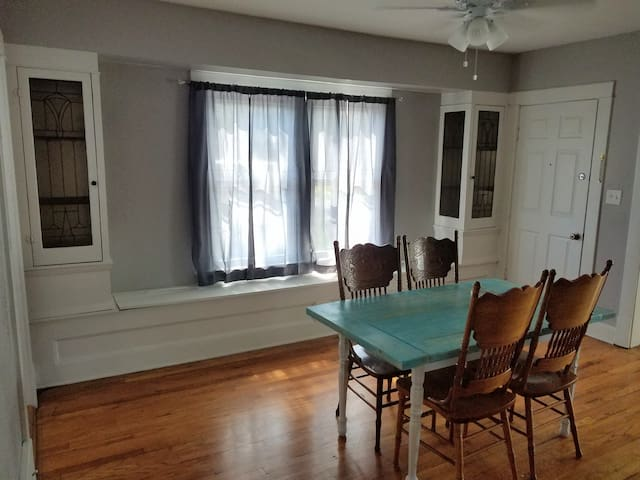 Cleveland Special! Close to CLE & Airport
