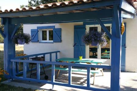 Petite Maison Bleue équipée 4 pers - House