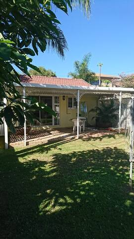 The Buttercup private Garden Cottage - Durban North - Chatka