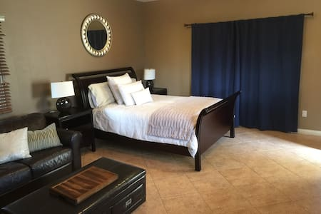 Private Guest House w/ Full Bath,Private Entrance - Escondido - Chambres d'hôtes