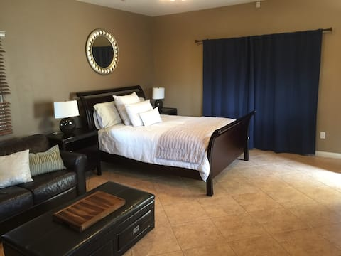 Private Guest House w/ Full Bath,Private Entrance