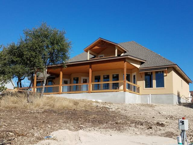 NEW Upstairs apartment overlooking Canyon Lake