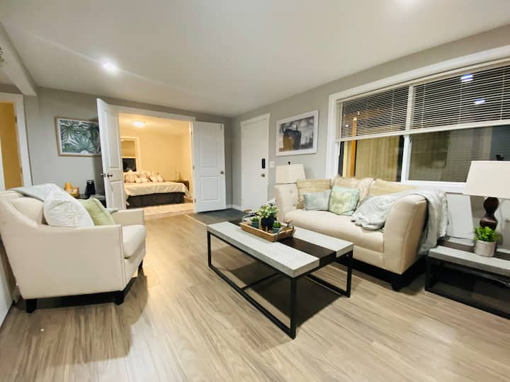 Lovely Private Basement Apt- A Comfort Paradise!