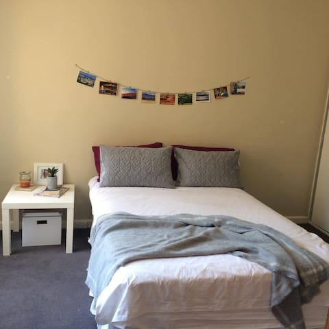 Comfortable private room in prime location! - Essendon - Apartment