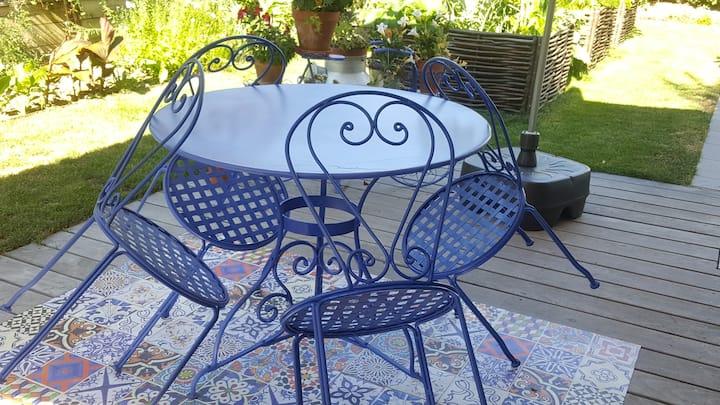 Appartemen pour un couple, jacuzzi en été, jardin