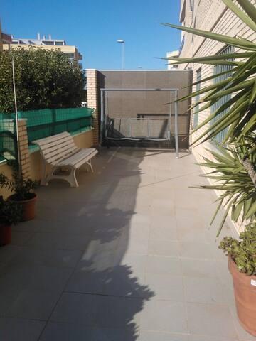 Terraza / Sunny Terrace