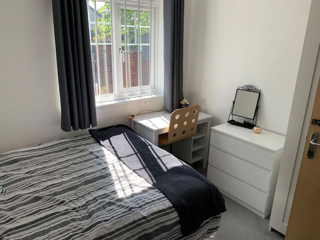 Modern flat 5 minutes from Ricoh and centre