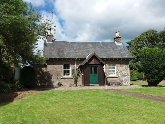 Yew Tree - Traditional stone cottage