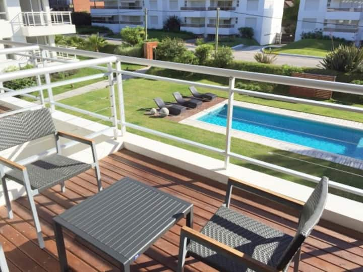 2 bed. 100mt from the SEA with swim. pool & garage