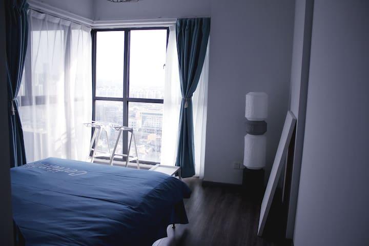 埃菲尔のHouse科大旁南七商业政务区旁两室一厅
