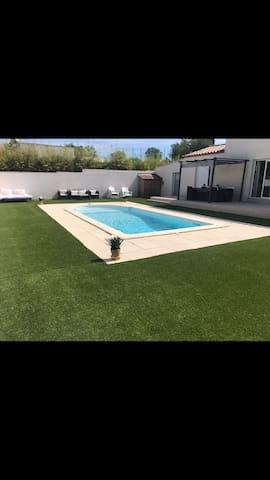 Villa avec piscine dans le sud de la France