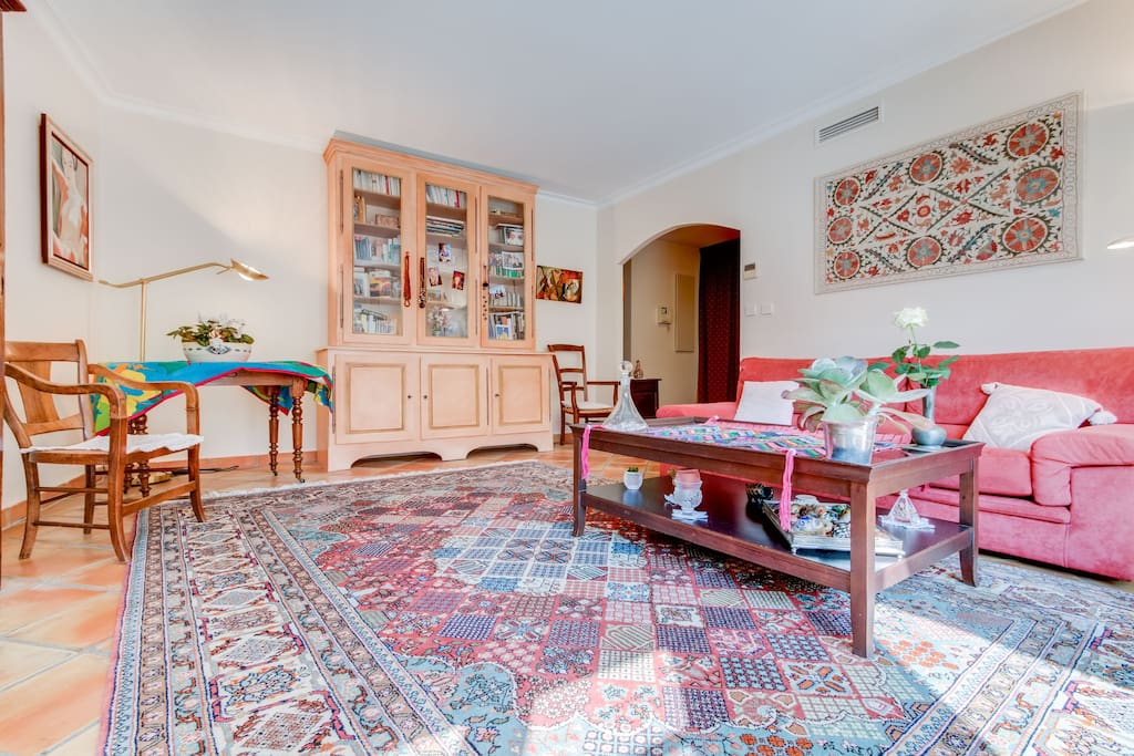 le mirabeau terrasse a c garage cours mirabeau apartments for rent in aix en provence. Black Bedroom Furniture Sets. Home Design Ideas