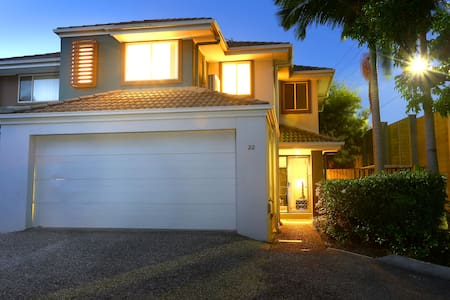 Theme Park Holiday Townhouse - Oxenford - Rumah bandar