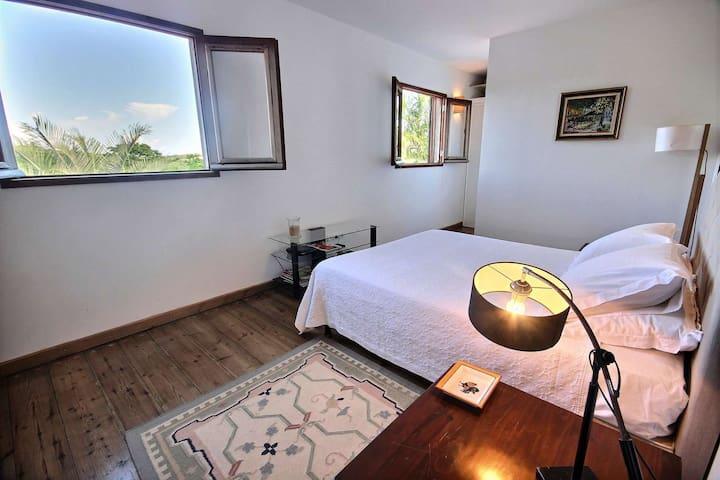 Chambre double à l'étage (climatisée, avec lit 160) avec vue sur le magnifique domaine - villa Colibri, Le Vauclin, Martinique