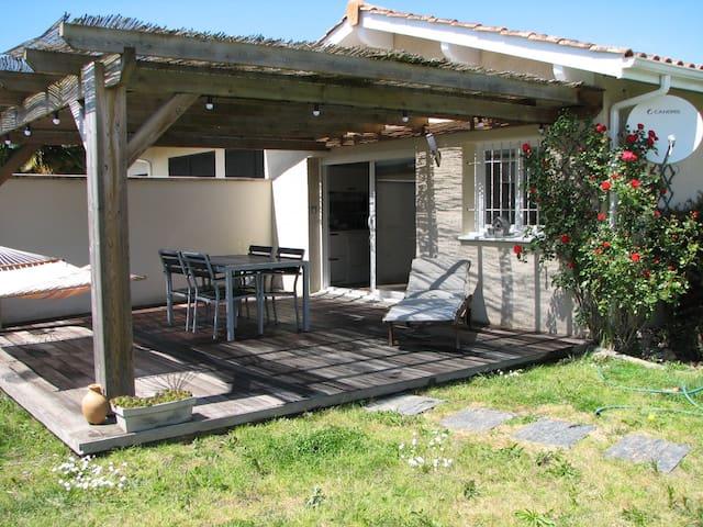 Maison St Loubés-Bordeaux 2/4 pers Jardin-Piscine - Saint-Loubès - Talo