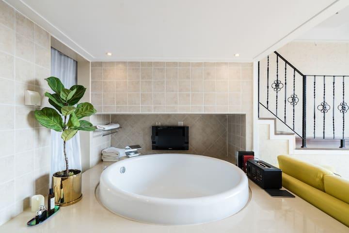 「平克慢」Loft酒店式公寓,超大浴缸观景窗,三里屯簋街,国贸CBD