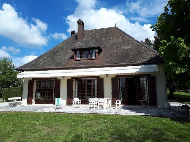 Belle Villa dauphinoise au bord du lac de Paladru