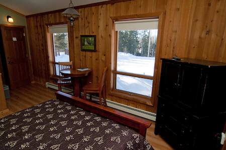 White Pine - one of three Queen rooms to which you may be assigned for the basic rate