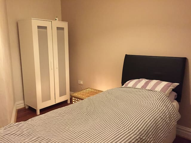 Bedroom  with single bed.