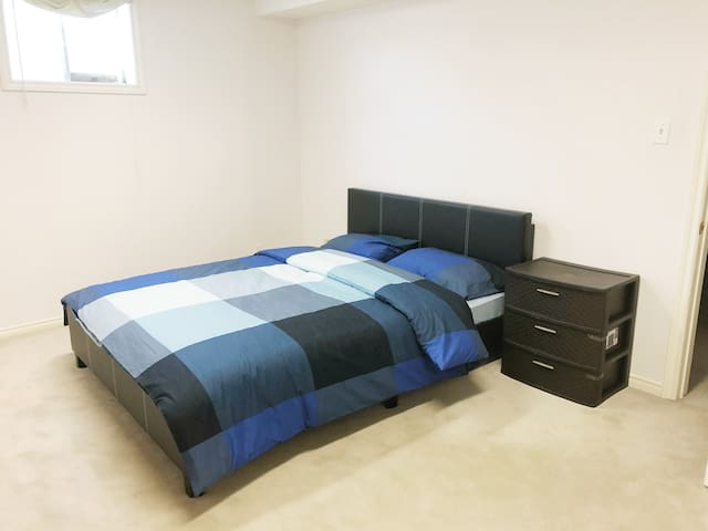 55parklawn semibasement living with  friendly host
