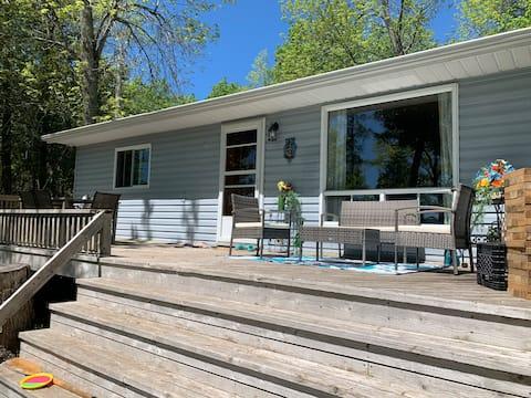 Lake Wolsey Cottage - 4 season/ Lakefront/ Wifi
