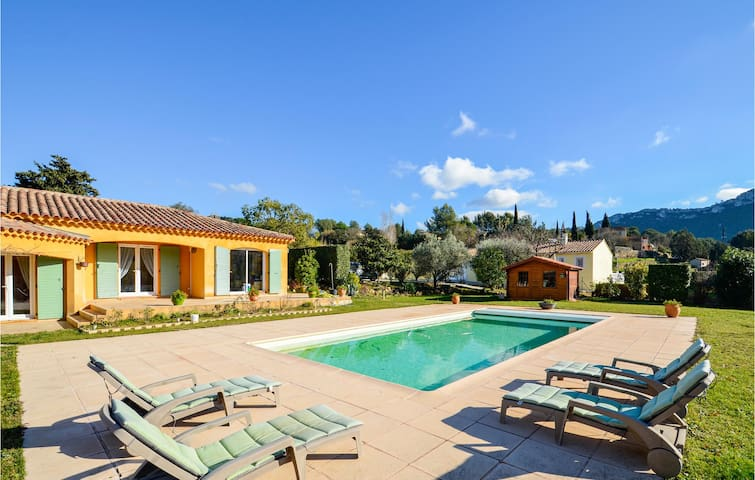 Semi-Detached with 1 room on 36m² in Le Castellet