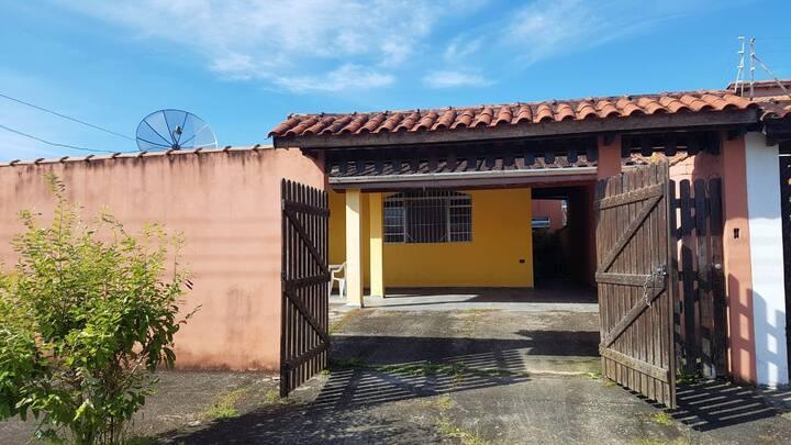 Casa Praia Caraguatatuba ampla e bem arejada