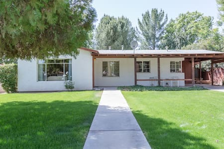 1950's Ranch centrally located - Wickenburg - House