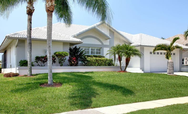 Gorgeous 3 bedroom waterfront home 1537 - Marco Island - Lainnya