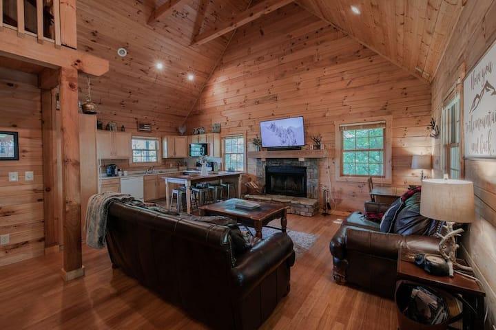 Bear Pause, Cozy Cabin walkable to Appalachian Ski