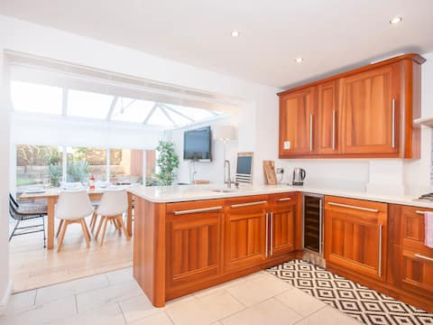 Luxury spacious 3 bed home close to City/Stadiums