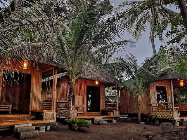 Relaxing Seaview Native Cottage facing Apo Island