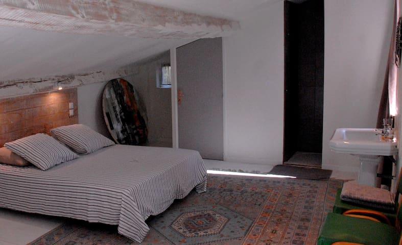 La Rose Pourpre - Chambre de Charme n°2 à l'annexe - Lagrasse - Casa de hóspedes