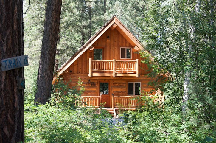 Aspen hollow cabin hot tub trails cabins for rent in for Winthrop cabin rentals