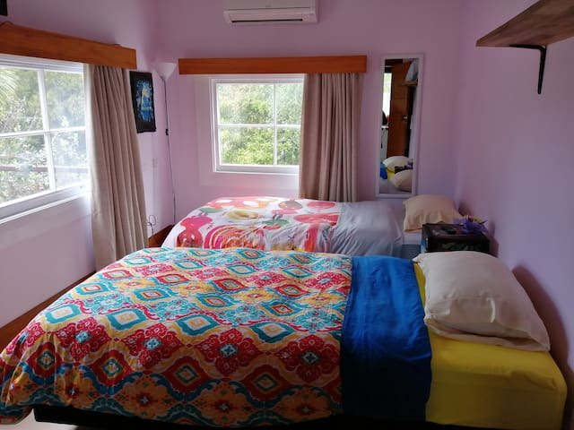 Gisborne Central - Twin Room with A/C