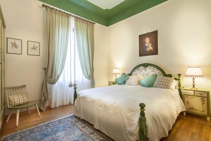 Elegant Double room with view in Massarosa