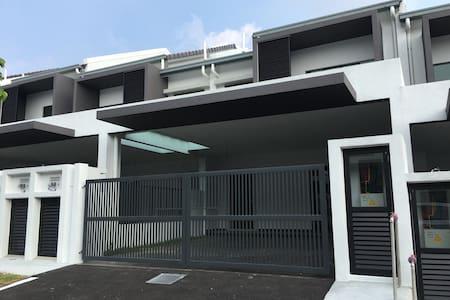 Nilai Delfina BNW HomeStay - Nilai - Rumah